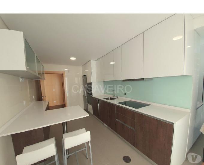 Apartamento t2, novo, pronto habitar, varandas e com