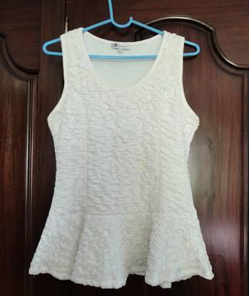 Blusa branca c/ tecido enrugado kiabi, nova!