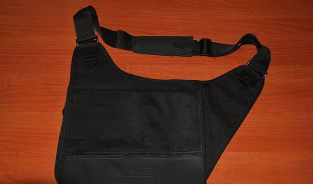 Sacola/mala/carteira preta marca leed´s (bayer)