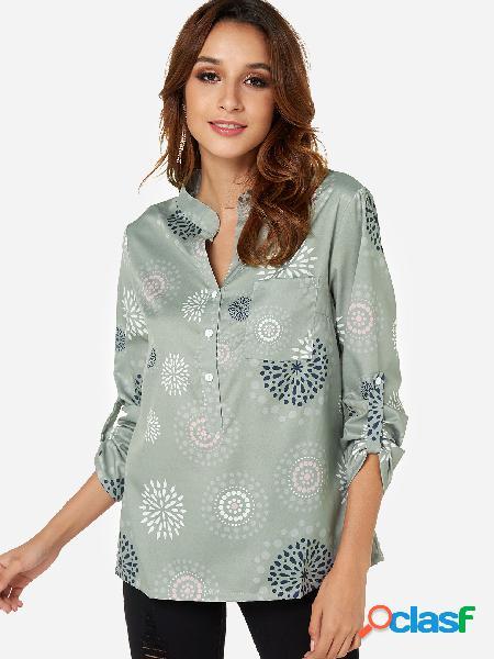 Blusa manga comprida verde com estampa floral com decote em v