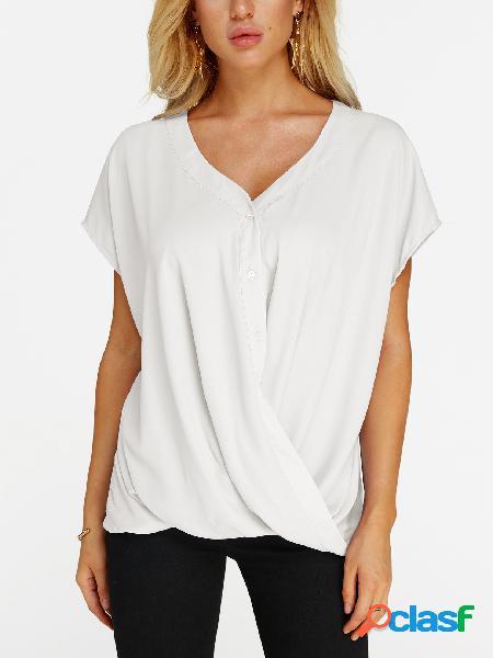 Blusa branca de manga curta com decote em v