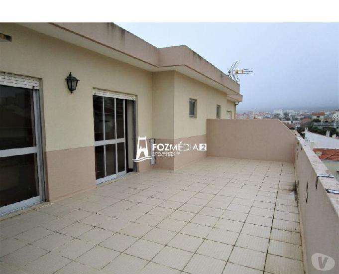 Apartamento t2 c parq arrumo terraço a 2 minutos da praia