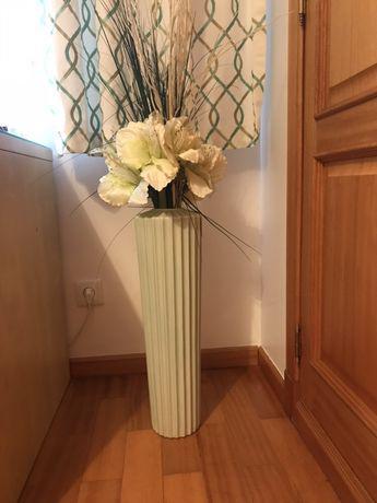 Jarrão, jarra, pote com arranjo floral