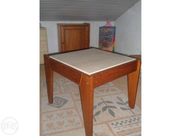 Mesa de sala pedrosas e prateleira em madeira com suporte de