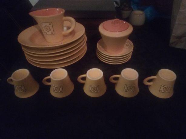 Conjunto novo de chávenas de café