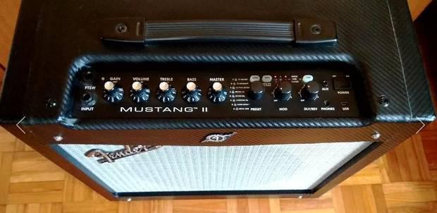 Amplificador 40 watts guitarra fender - mustang ii