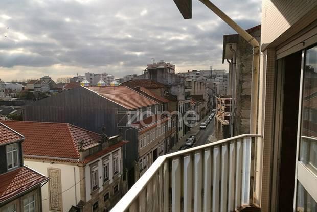 Apartamento t1, mobilado e equipado com varanda...