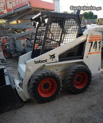 Mini pá carregadora bobcat 741