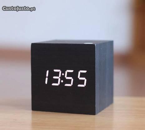 Relógio digital cubo madeira despertador termo nov
