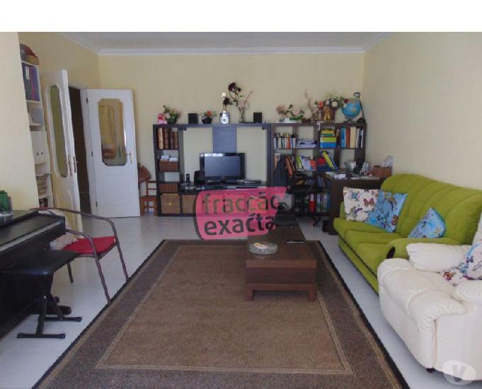 Apartamento t2 varanda lug. garagem vista mar (19.4 252)