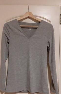 Camisola cinza, lycra, tam.40 (marca atmosfere)