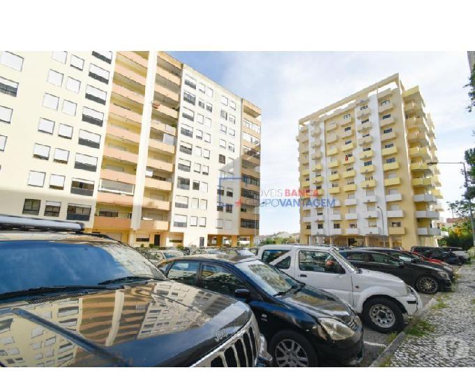 Apartamento t3 (120m2) +box (26 m2), póvoa de santa iria -