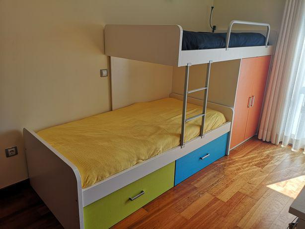 Beliche de duas cama em madeira