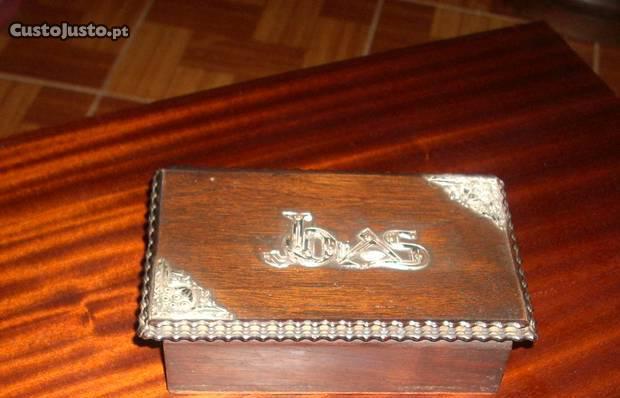 Antiga caixa guarda jóias pau santo e prata