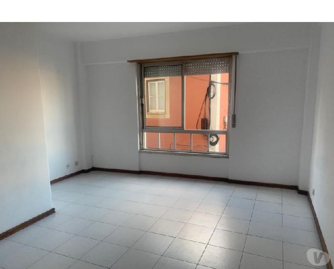 Apartamento t2 triplex no centro da parede