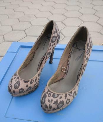 Sapatos femininos usados