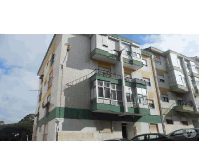 Apartamento - t 2 com dois quartos e uma casa de banho ---