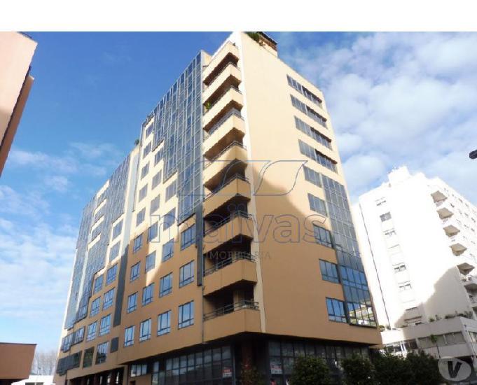 Apartamento t5 - condomínio de luxo - com varanda e lugar