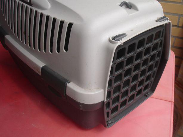 A caixa de transporte para cães e gatos
