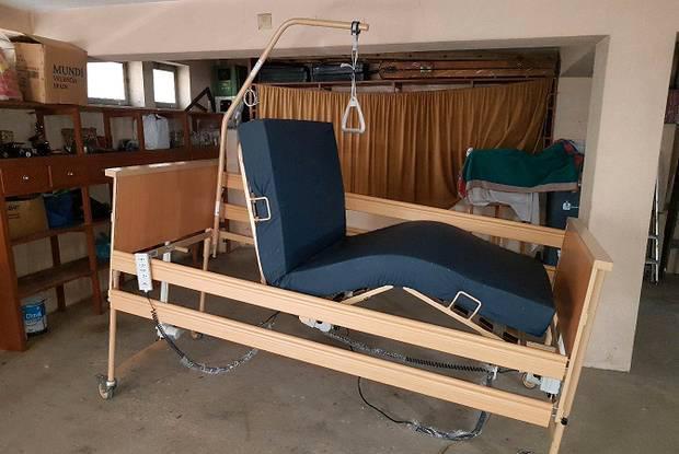 Cama articulada elétrica e elevatória hospitalar