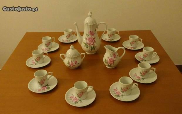 """Conjunto de café em porcelana """"quinta nova"""""""