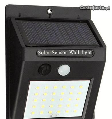 Lampada 30 led solar com sensor movimentos novo