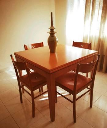 Mesa quadrada extensível com 4 cadeiras, cerejeira