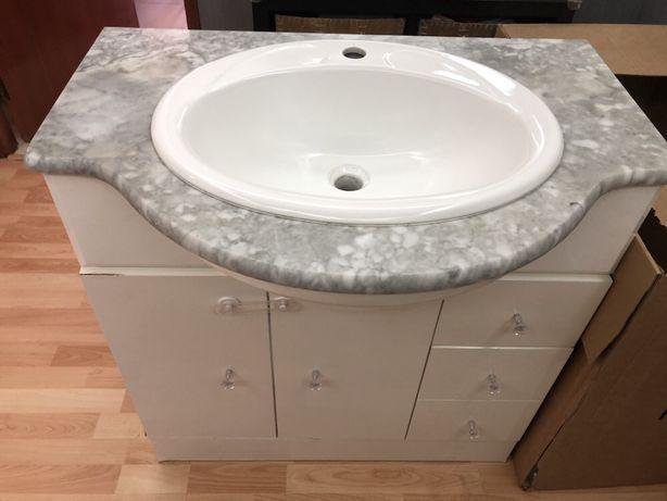 Móvel branco wc com lavatório