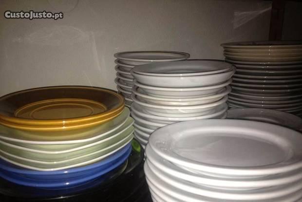Conjunto de diferentes pratos preço unidade