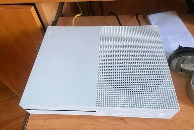 Xbox one s 1tb nova dentro de caixa