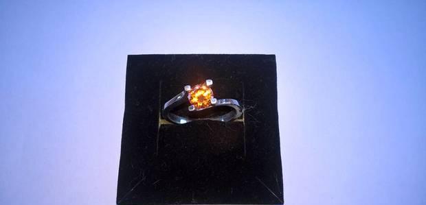 Anel de prata com zircônia laranja