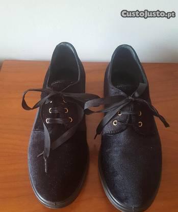 Sapatos pretos tamanho 39