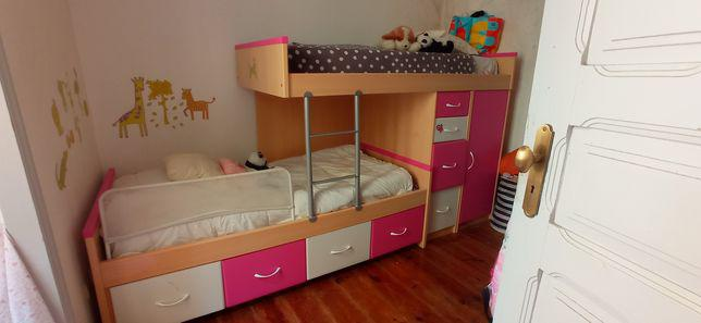 Beliche c/ duas camas roupeiro e gavetas