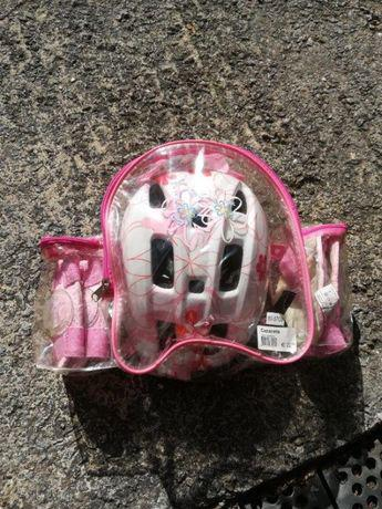 Mochila c/ capacete + cotoveleiras + joelheiras