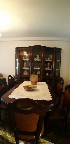 Vendo móvel, mesa de sala de madeira e 4 cadeiras.