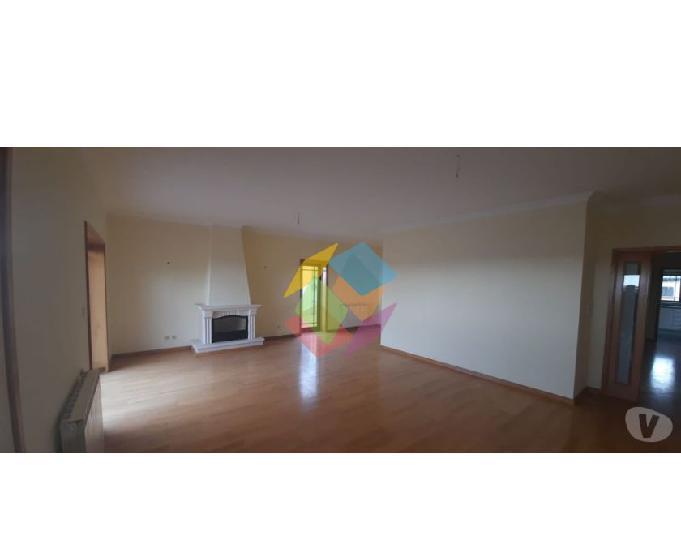 Apartamento cobertura t2 arcozelo com vista mar