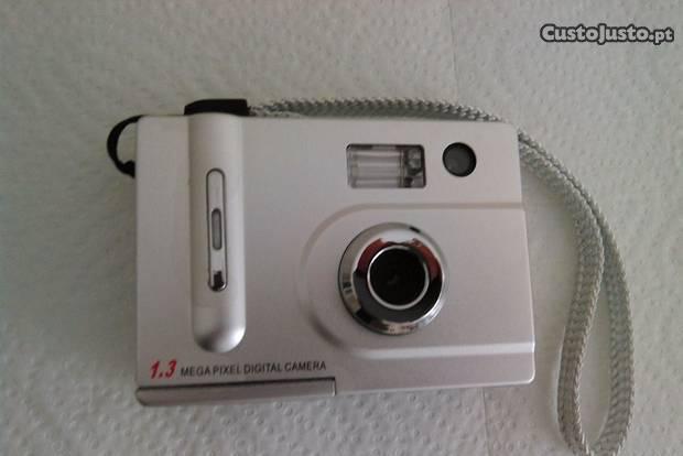 Máquina fotográfica digital 1.3 mega pixel