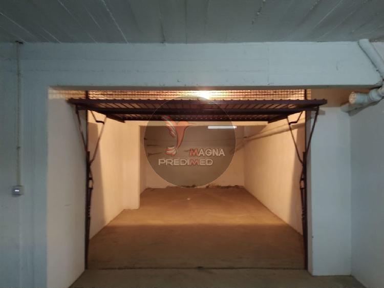 Garagem fechada em vila real de santo antónio