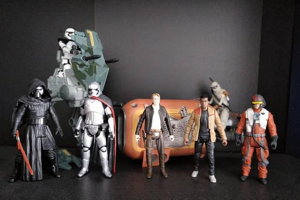 Star wars - conjunto de 7 figuras + 2 veículos