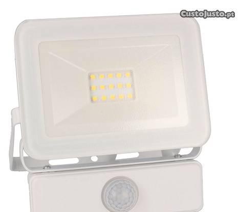 Projetor led exterior 10w com sensor de movimento