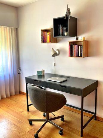 """Secretária ikea """"alex """", cinza, 131x60 cm e estante de"""