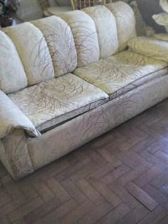 Vendo um sofá cama quase novo em lisboa benfica 913432687