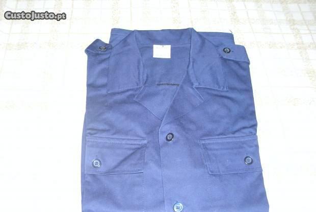 Camisas de homem trabalho azuis