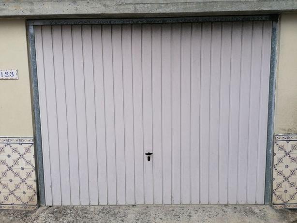 Portão basculante de garagem 190€ em bom estado