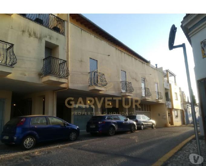 Algarve, conjunto de lojas e apartamentos t0, t1 e t2,