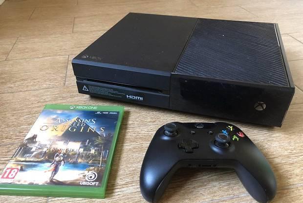 Xbox one 500 gb + 1 comando + 1 jogo