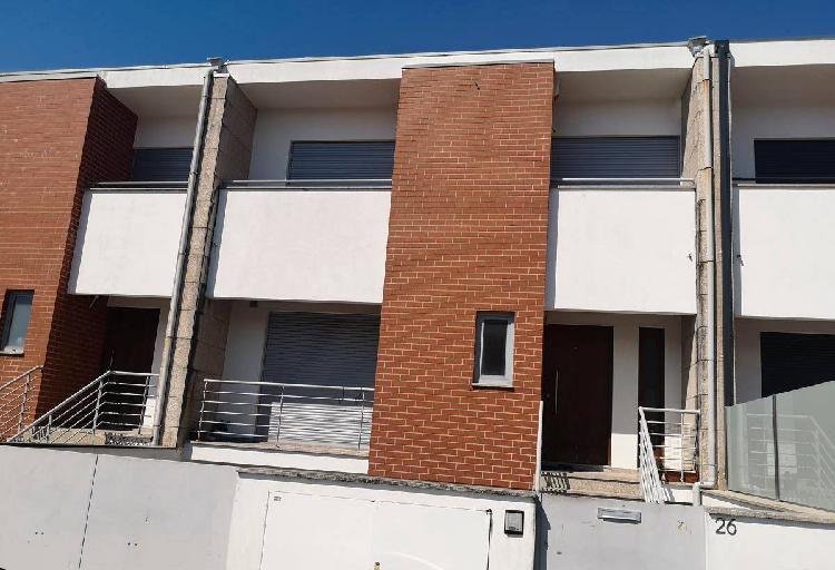 Moradia t4 braga 2 suites garagem 4 carros 3 pisos