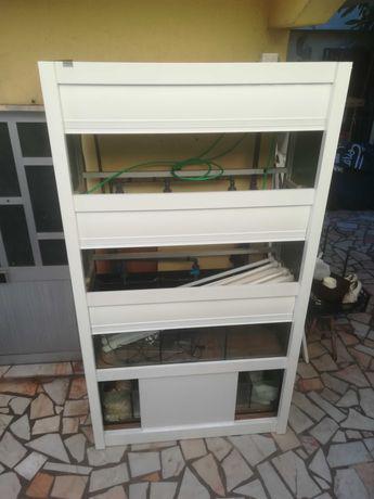 Bateria / espositor aquários de loja