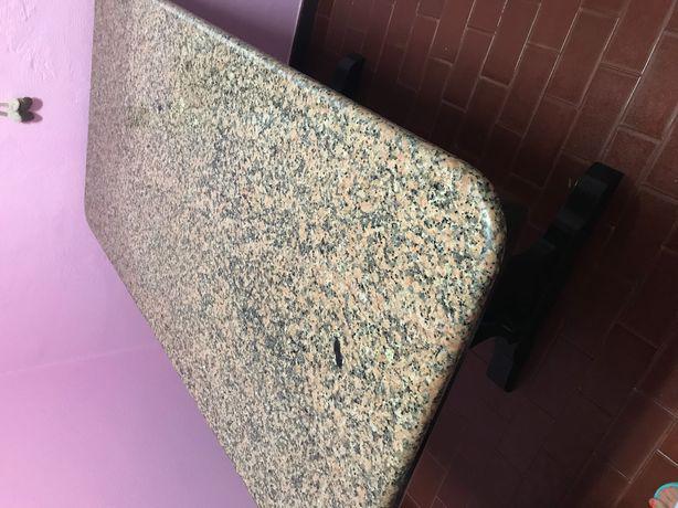 Mesa de cozinha com tampo de pedra mármore