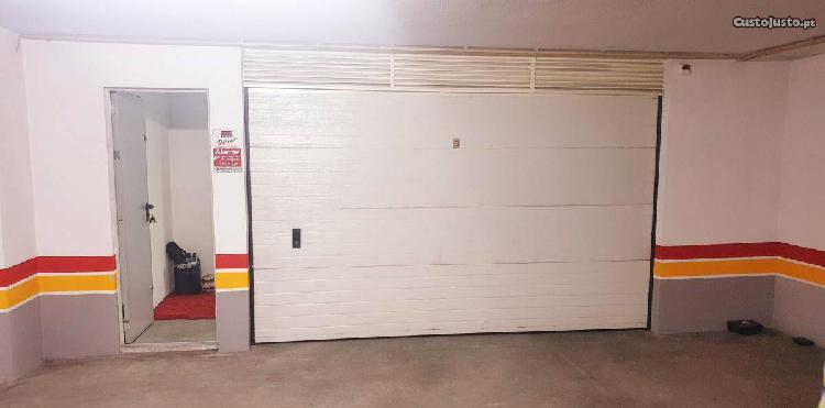 Garagem enorme,infantado.